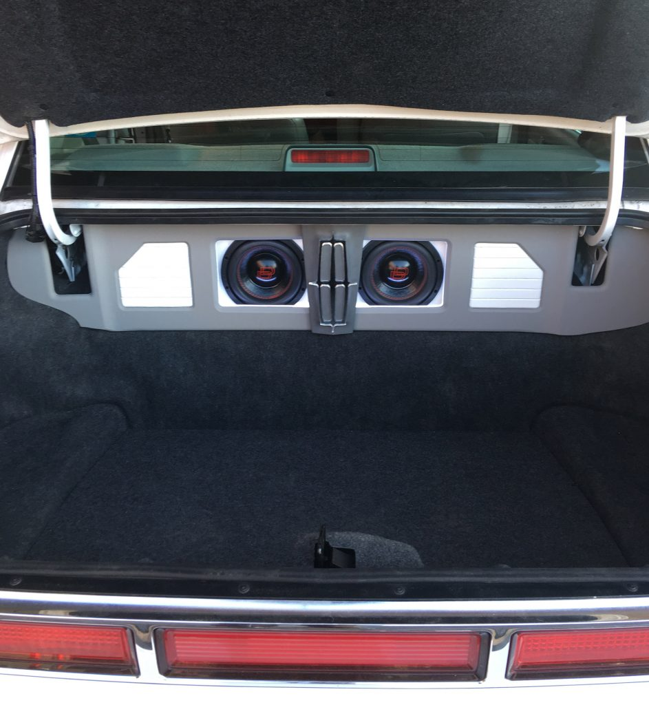 Lincoln Town Car Trunk - showing enclosure and all the extra space