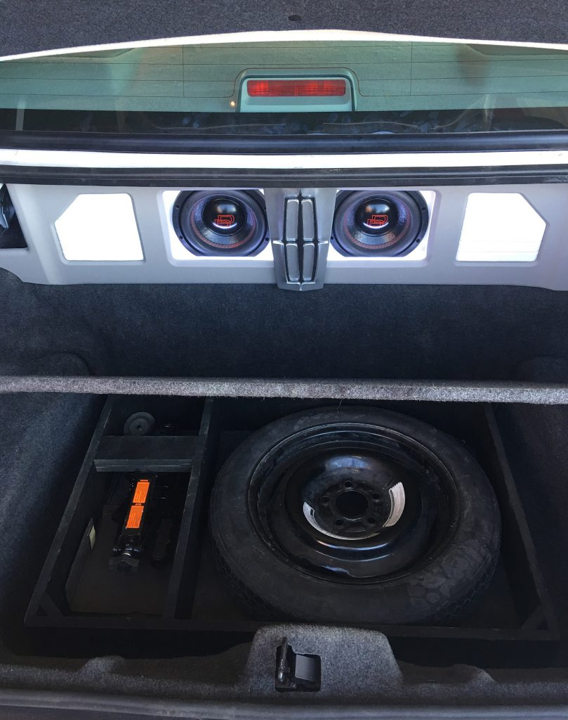 Lincoln Town Car Trunk - showing enclosure with spare tire well