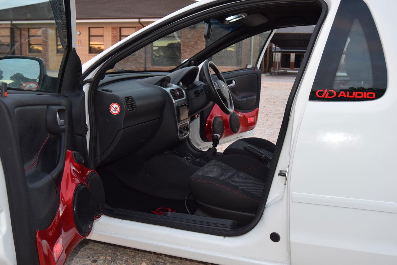 Opel Corsa - Doors Open