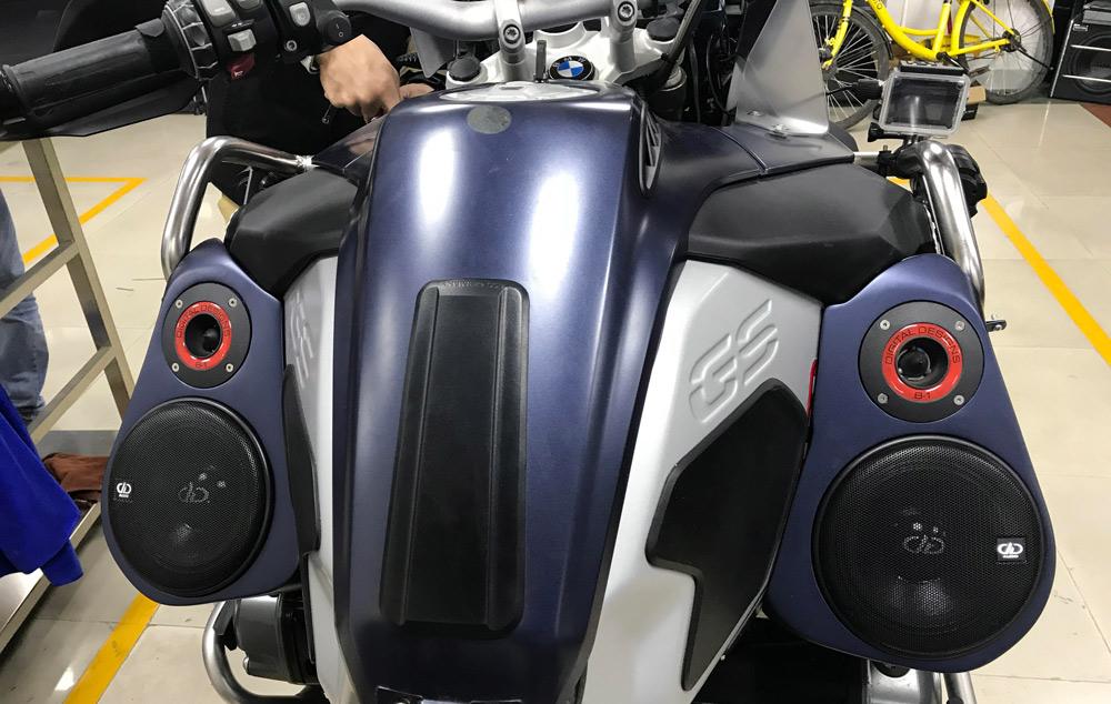 Yin Jiang Car Audio - BMW Adventure Bike with Custom Audio From Tank
