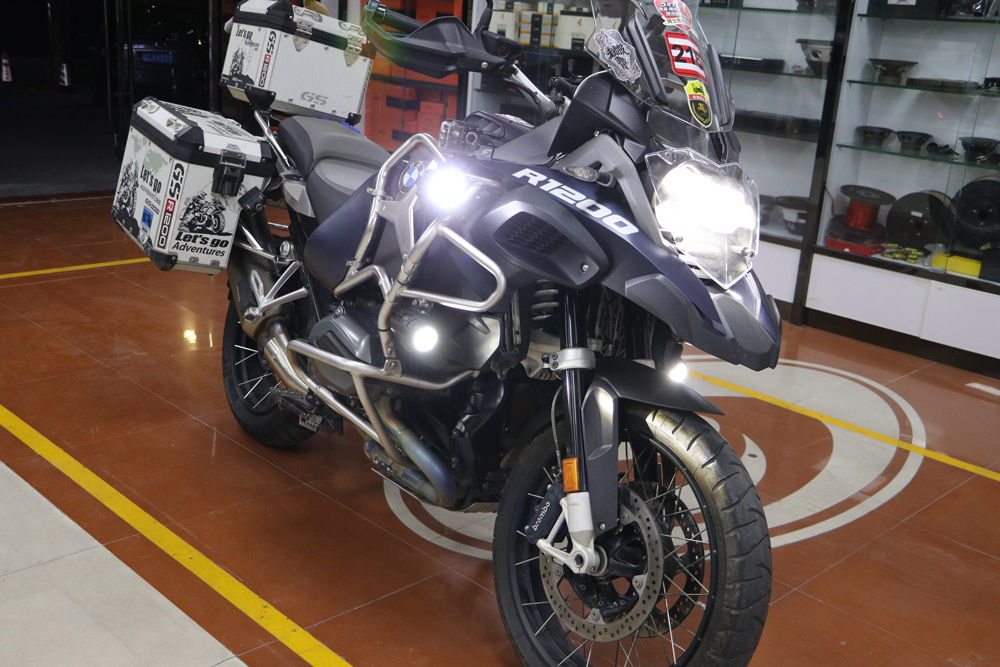 Yin Jiang Car Audio - BMW Adventure Bike with Custom Audio - Side Lit Up