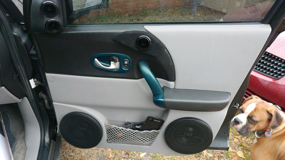Saturn Vue Passenger Rear Door Loaded with DD Speakers