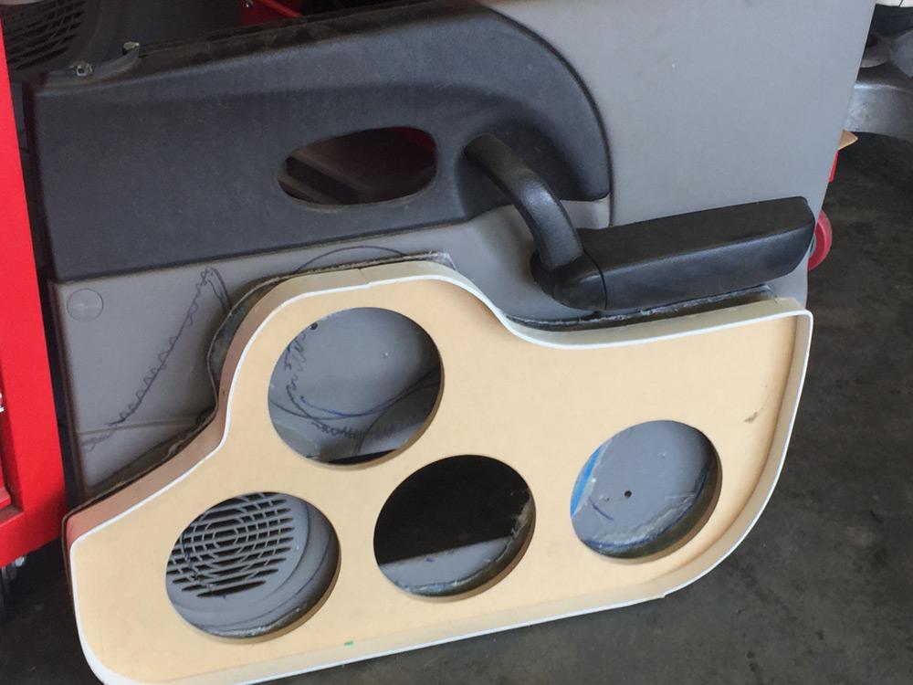 Saturn Vue Door Speakers Build Out