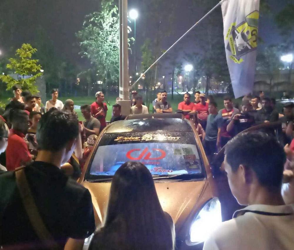 Sei's Toyota Matrix drawing a crowd