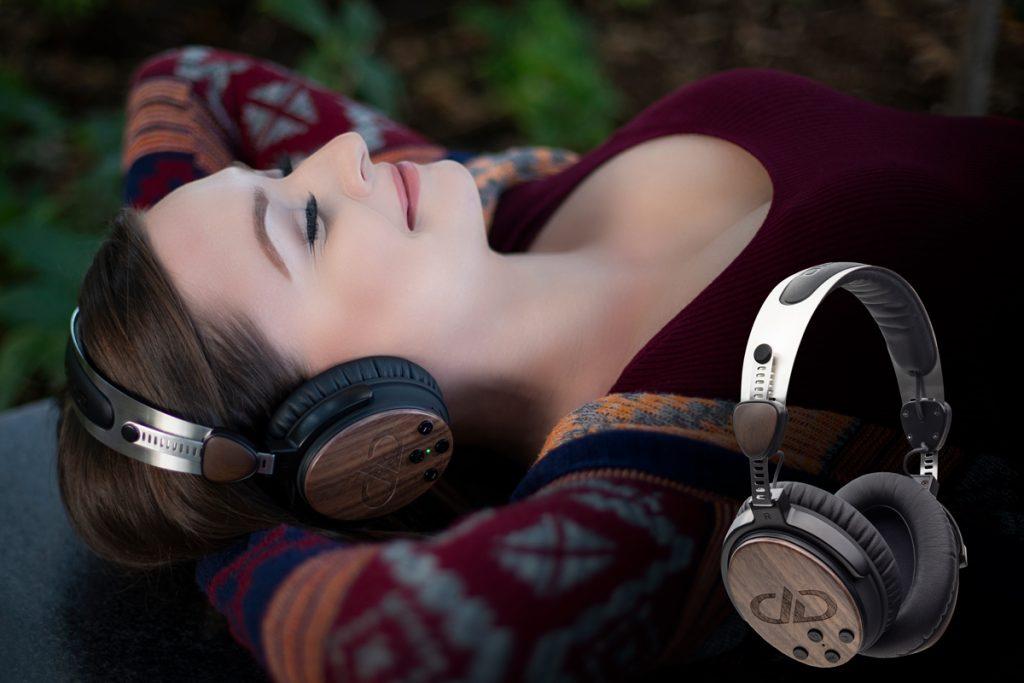 Relaxing DXBT-05 headphones